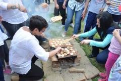 Cum se coace pita - sau biscuiții pe vatră